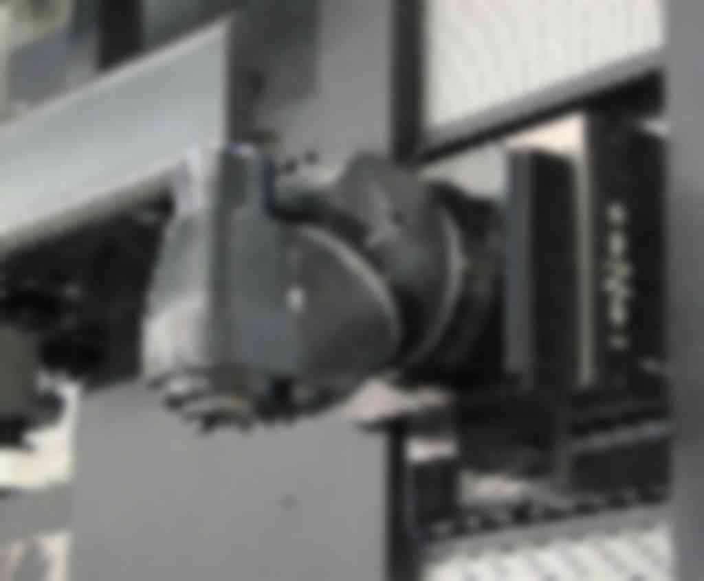 De universele freeskop zoals op dit moment toegepast bij WDH. Automatische wisseling van de freeskop is mogelijk op de FBF-M6.000