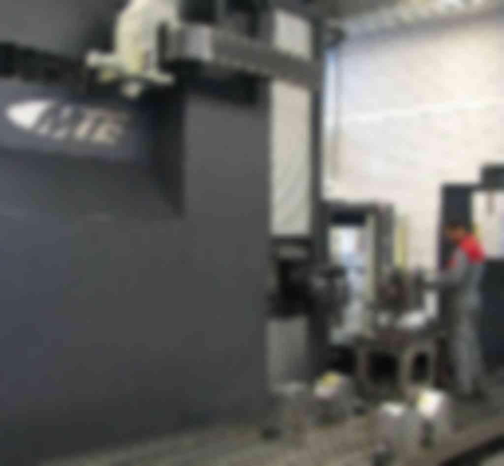 De nieuwe FBF-M6.000 floortype freesmachine van MTE biedt WDH volop mogelijkheden om grotere cilinders te realiseren (foto's: Jan Oonk)