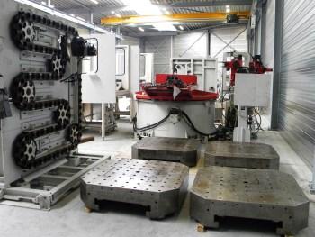 Enkele grote onderdelen, waaronder de vier pallets (draagvermogen 4 ton) en het kettingmagazijn (capaciteit 270 gereedschappen)