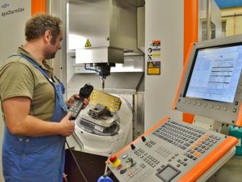 Het nieuwe Mikron HPM 450 U bewerkingscentrum bij Toolmakers past bij uitstek in de filosofie van 'snel werken en snel handelen' (foto: Jan Oonk)