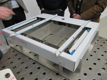 Een uit plaatstaal opgebouwde lasmal voor laserlassen (foto: Reinold Tomberg)
