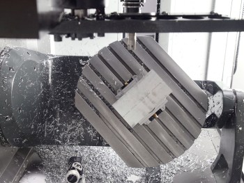 Haas EMO 2013 Hannover UMC-750 universele bewerkingscentrum