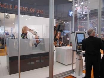 Siemens Sinumerik en Kuka robot tijdens EMO Hannover 2013