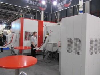 Robotcel gekoppeld aan Hermle bewerkingscentrum C 40 U dynamic Techni Show 2012 Utrecht