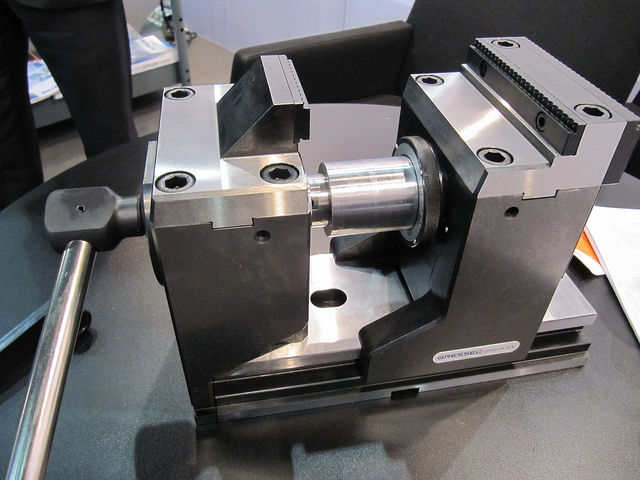 Machineklem voor vijfassig werk Gressel Grepos-5X gezien tijdens MetaalExpo 2013 in Den Bosch (foto: Reinold Tomberg)