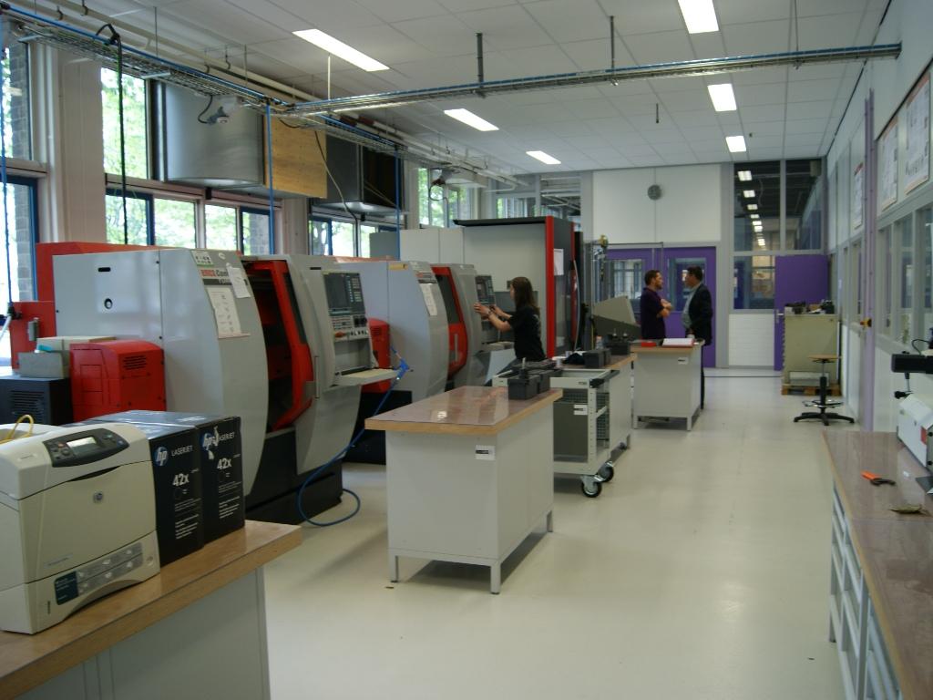 Een impressie van het Teclab instructielokaal met bewerkingscentra