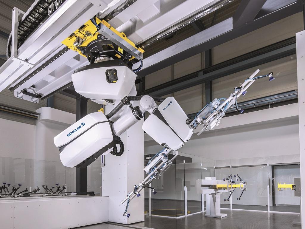 Schuler's Crossbar Robot 4.0 kan 15 delen per minuut verplaatsen en is daarmee sneller dan zijn voorganger