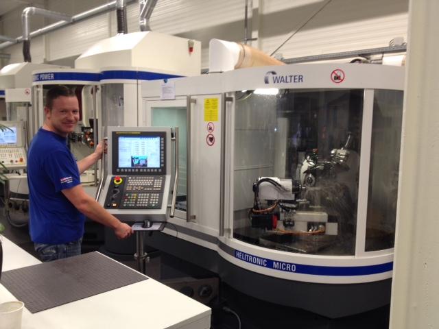 De nieuwe Walter Mikron slijpmachine stelt Slijptechniek van der Vleuten in staat om klantspecifieke gereedschappen te produceren
