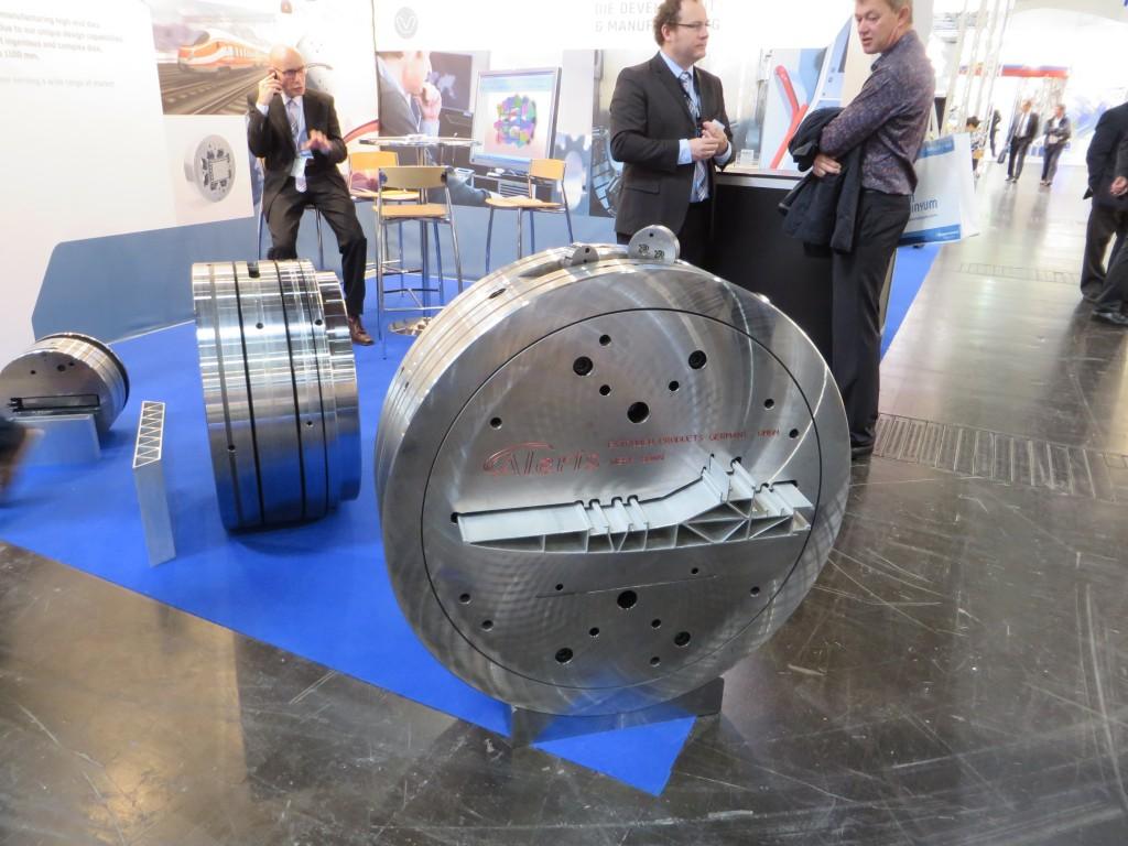 Adex uit Venlo exposeert op Aluminium 2014 een grote extrusiematrijs