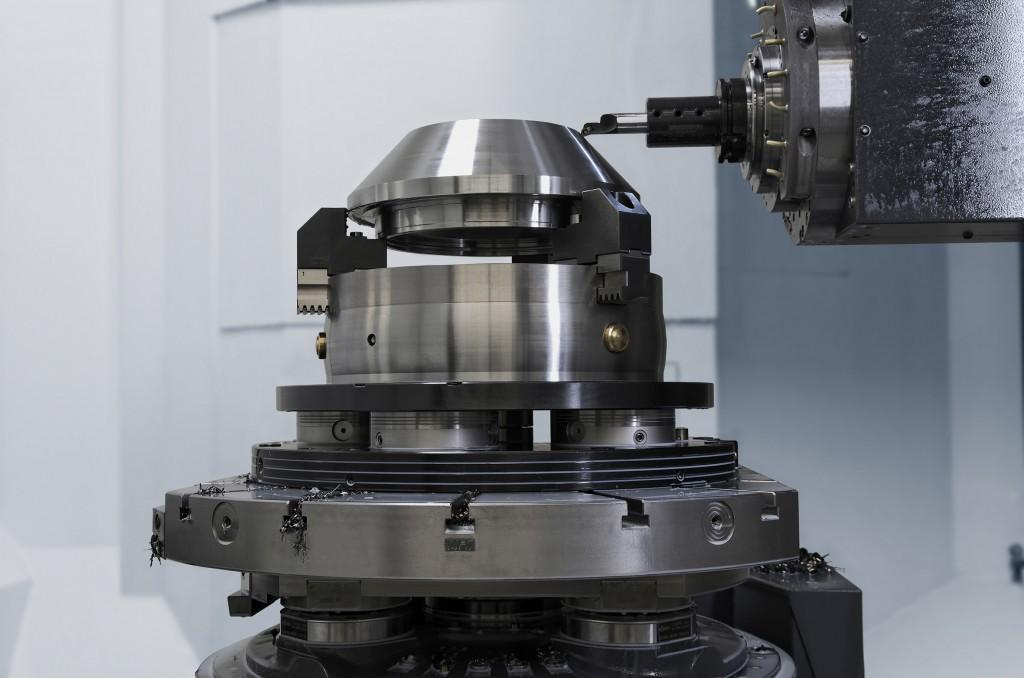 In deze toepassing wordt Vero-S NSL turn gecombineerd met de universele handbediende klauwplaat Rota-S plus en de universele opzetklauwen SZKU van Schunk (foto's Schunk)