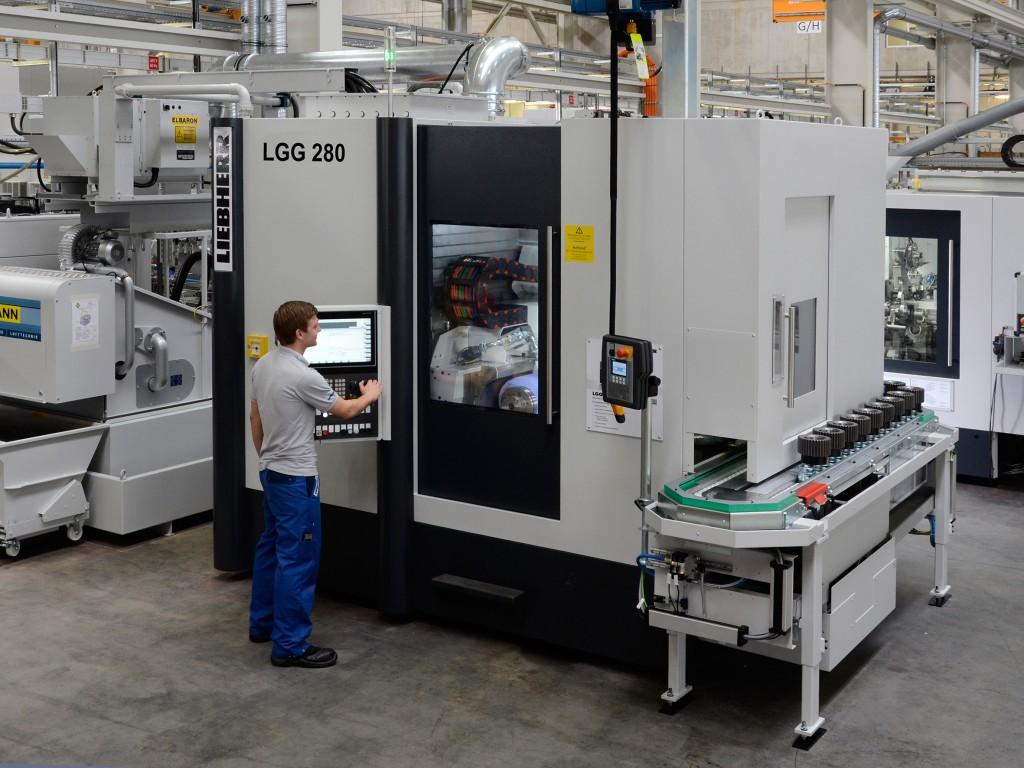 De tandwielslijpmachine Liebherr LGG 280 die de Technische Universität München gaat inzetten bij het beproeven van tandwieloverbrengingen (Liebherr Verzahnungstechnik GmbH )
