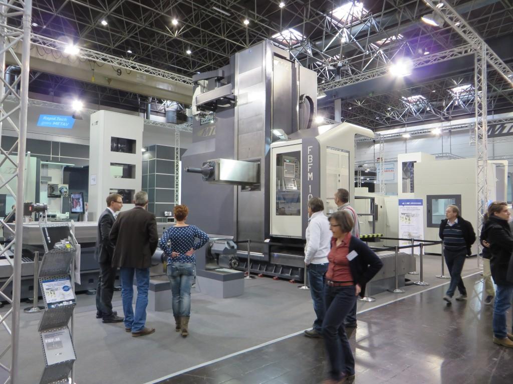 Een grote frees- en kotterbank van MTE, een van de grotere machines van de Metav