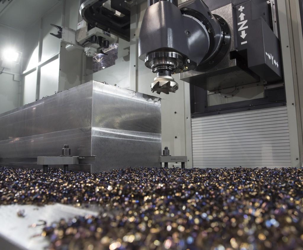 Machines onder spaan demonstreren is essentieel voor een metaalbewerkingsbeurs. Beursorganisatoren van beurzen als Techni-Show en Metav moeten dit onderkennen. Metaalbewerkers willen spanen zien, machines horen en koelvloeistof ruiken (foto's: Deutsche Messe/VDW en Reinold Tomberg)