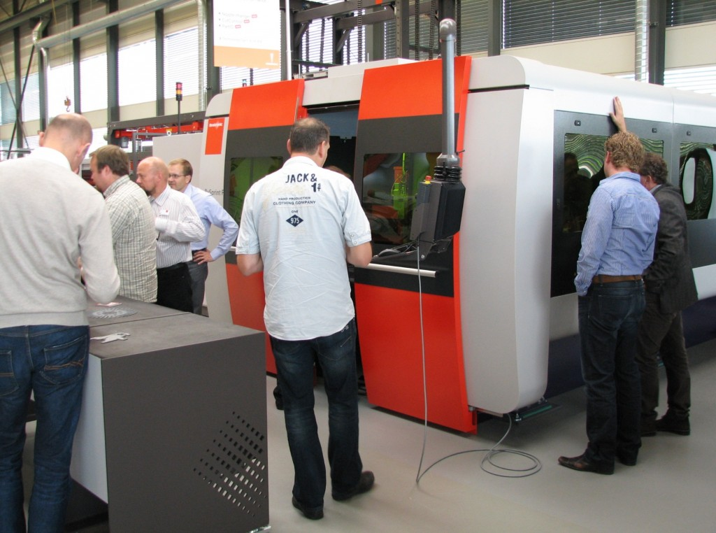 DPA in Kampen heeft geïnvesteerd in een BySprint 3050 fiberlaser van Bystronic, met een vermogen van 3 kW. Met name om ook materialen als aluminium, koper en messing te kunnen snijden, zodat de weg naar nieuwe marktsegmenten wordt geopend. Het lagere energieverbruik en de hogere snijsnelheden van deze vastestoflaser speelden eveneens een rol in de afweging
