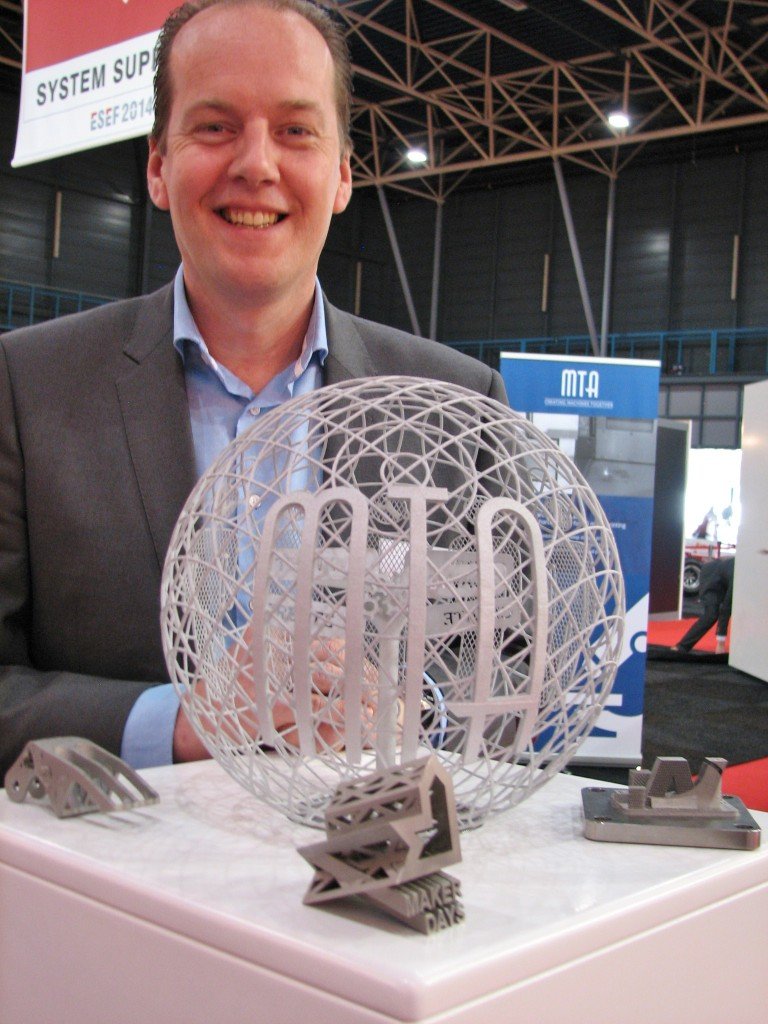 MTA in Helmond biedt sinds kort de mogelijkheid tot het 3D printen van metalen onderdelen met behulp van de SLM-technologie (Selective Laser Melting). Diverse staalsoorten behoren tot de mogelijkheden, evenals RVS, aluminium en titaan, waarbij de eigenschappen identiek zijn aan het volmetaal (bij de juiste parameters is geen sprake van porositeit). Tot afmetingen van 250 mm x 250 mm x 250 mm