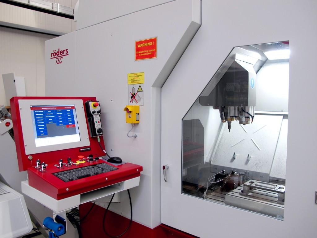 Met het RXP801Z2 bewerkingscentrum van Röders (Dymato) kunnen werkstukken in een opspanning nauwkeurig worden bewerkt. Tijdens de Demoweek zijn een groot deel van de bewerkingscentra uitgevoerd met gereedschappen van Dormer Pramet (foto: Dymato)