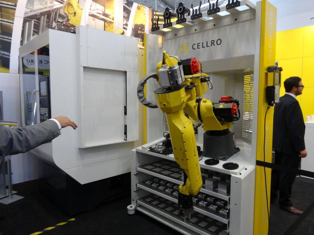 Cellro demonstreert de Xcelerate handlingsrobot waarmee een bewerkingscentrum eenvoudig te automatiseren is. Daarnaast presenteert Bemet een concept waarmee het hele bedrijfsgebeuren is te automatiseren (foto: Cellro)