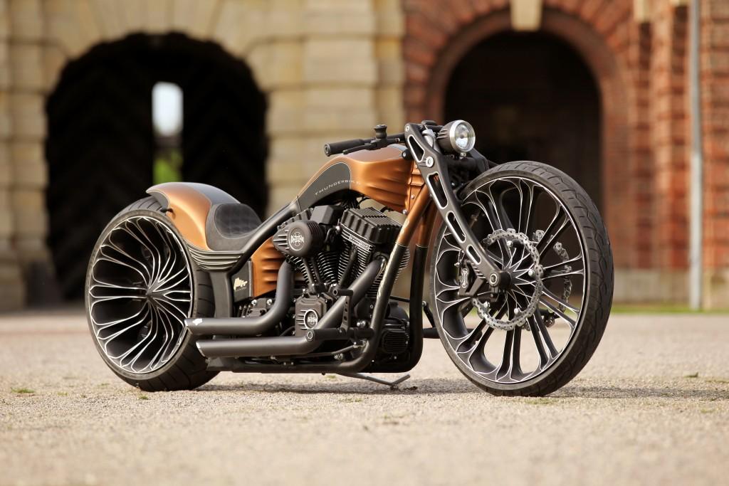 Een groot deel van de Thunderbike zoals de wielen, voorvork, cilinder deksel, kappen aan de zijkant van het motorblok, koplamp en tandwielen worden met de TNC 640 besturing van Heidenhain gemaakt (foto: Heidenhain)