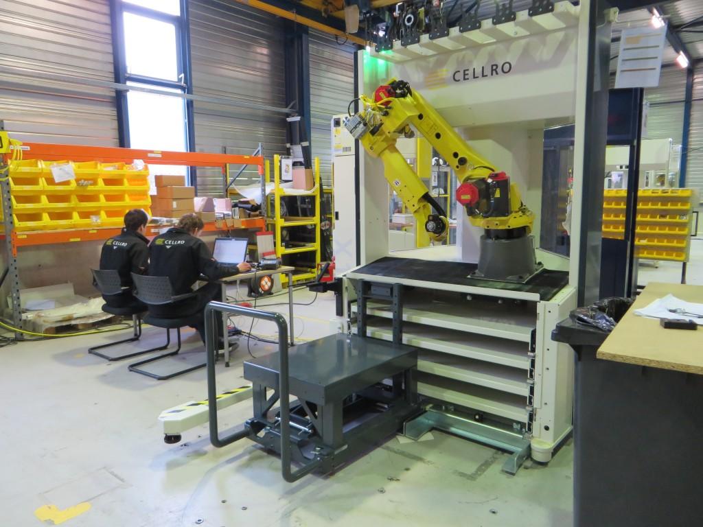 Een Xcelerate robotcel voor het gebruik met insteekwagens in opbouw bij Cellro