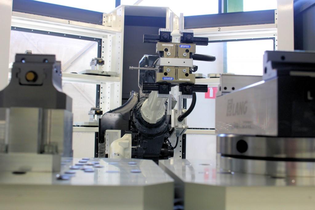 De grijper van de Titanium FX 50 is zowel geschikt voor pallet- als producthandling