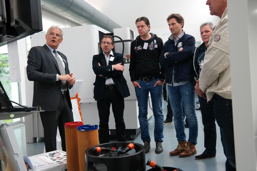 Tijdens een rondleiding door het democentrum bij GFMS in Losone werden bezoekers langs alle facetten binnen de Zwitserse onderneming geleid (foto: GFMS)