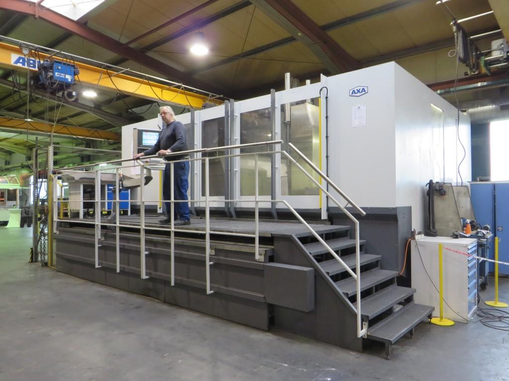 In de eigen productie in Schöppingen werkt AXA uiteraard met machines van het eigen fabrikaat. Hier een portaalmachine op de werkvloer in Schöppingen