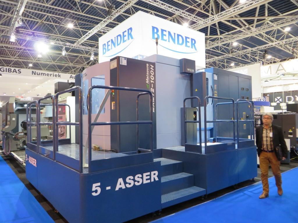 Een impressie van de beursvloer van de Techni-Show in 2014: een grote vijfasser op de stand van Bendertechniek (foto: Reinold Tomberg)