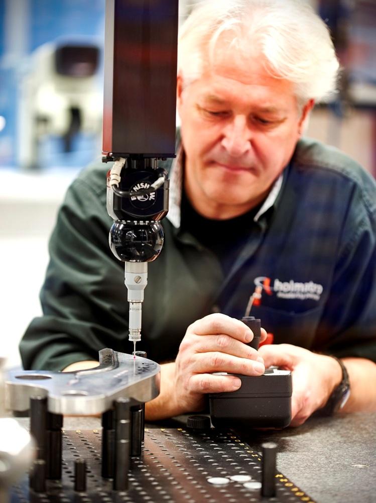 """""""Door de producten nauwgezet te controleren, kunnen we het maakproces monitoren en bijsturen. Dat is essentieel om de kwaliteit van onze producten te kunnen garanderen"""". Aldus Jos Schaareman, Quality Controller, bij Holmatro (foto: CNC-Consult & Automation)"""
