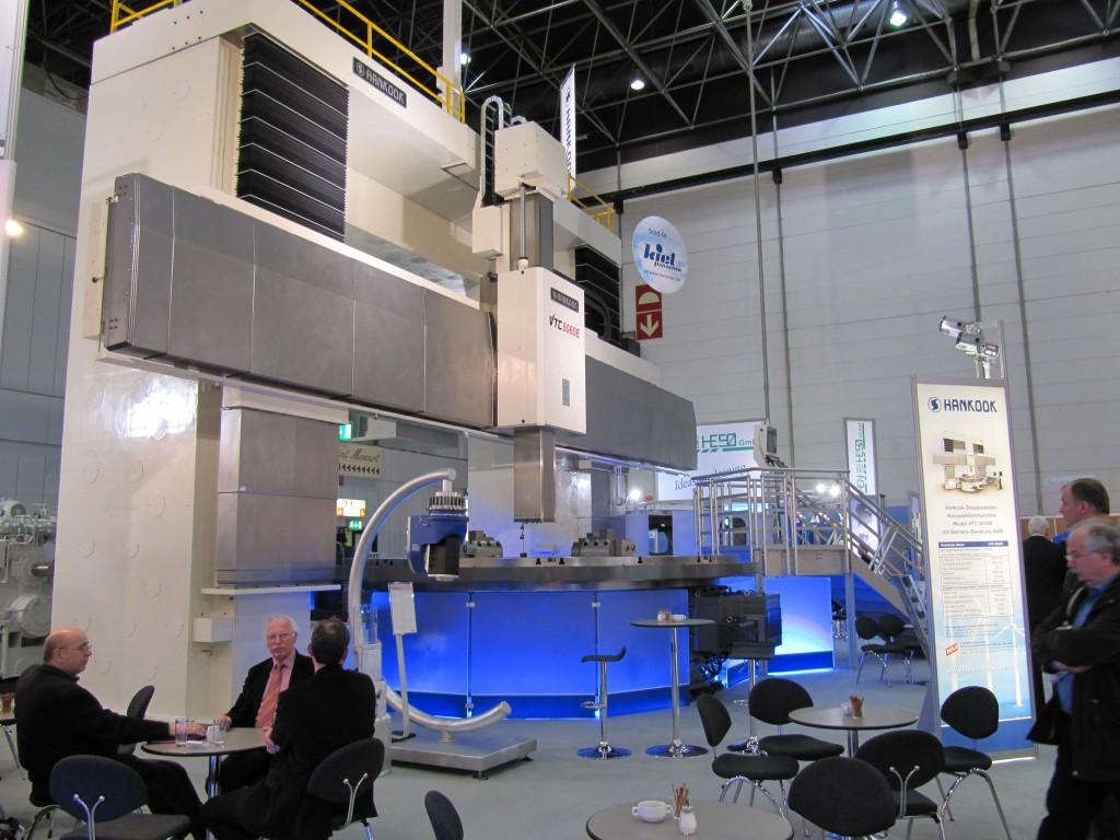 Een echt grote machine op de Metav was deze Hankook carrousseldraaimachine in 2010
