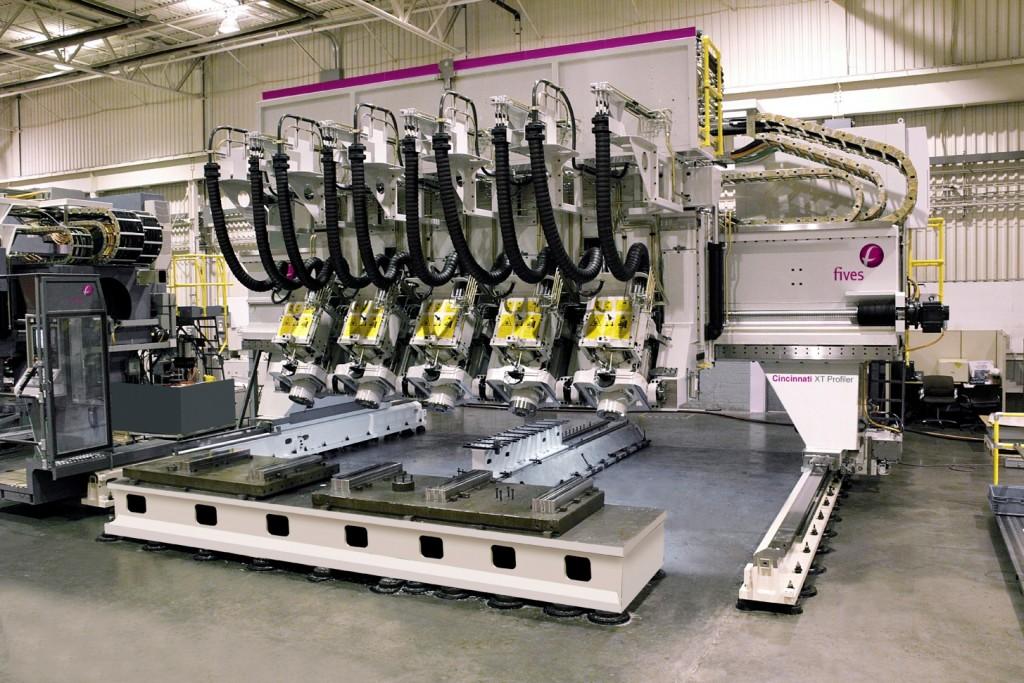 Een vijfassige portaalfreesmachine van Fives. In Amerika wordt dit machinetype vaak aangeduid als 'profiler'