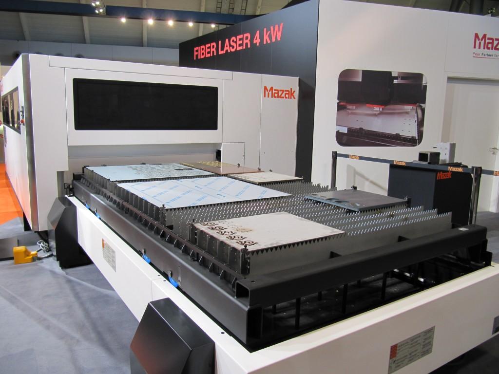 4 kW fiber-lasersnijmachine van Mazak op de Blechexpo 2013