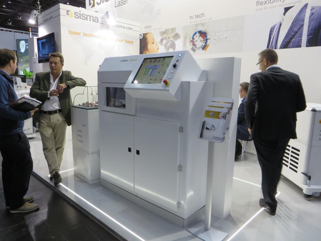 Een 3D-printer van Sisma zoals vorige week getoond tijdens de EuroMold 2015 in Düsseldorf (D) (foto: Reinold Tomberg)
