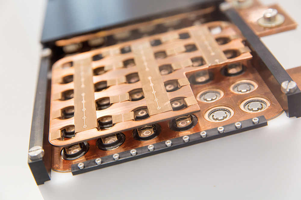 Op de IAA laat Fraunhofer ILT ook dit blok zien met lasergelaste contacten