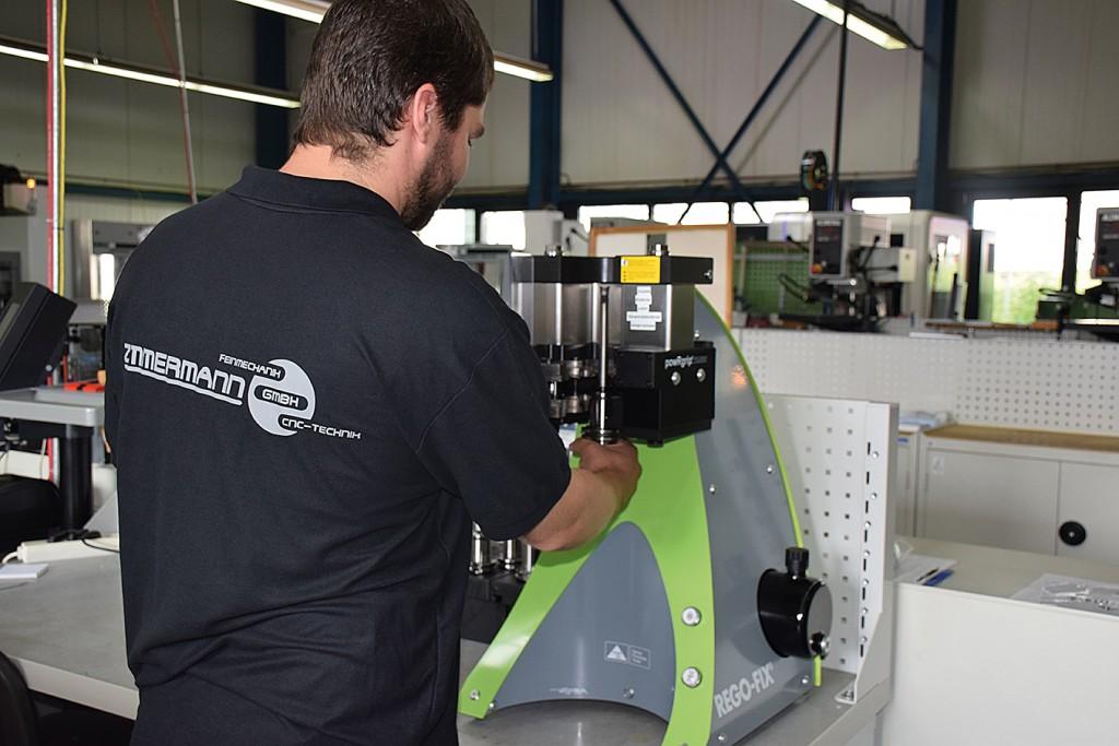 Het powRgrip systeem van Rego-Fix klemt microgereedschappen zonder opwarming met een druk tot 9 ton in enkele seconden