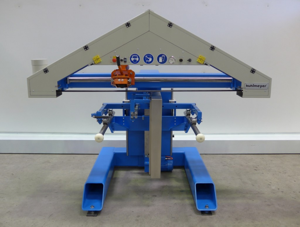 De langbandschuurmachine is voorzien van een driehoekige bandvoering