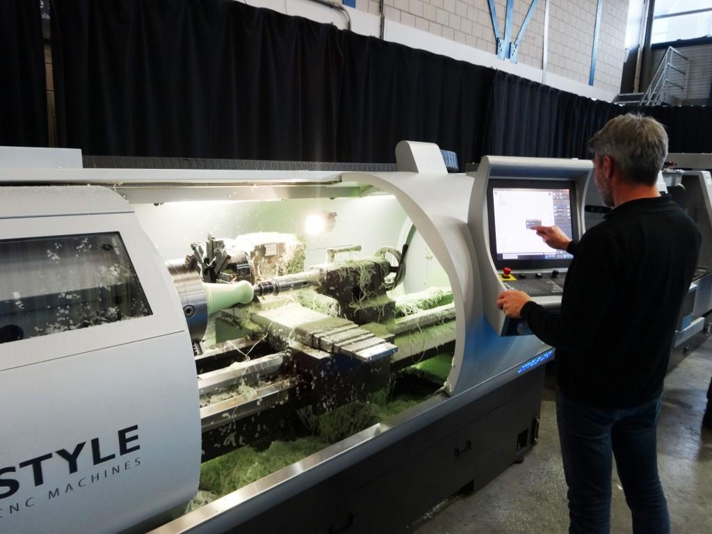 Style presenteerde tijdens de Techni-Pre-Show diverse draai- en freesmachines met een eigen besturing die eenvoudig te bedienen is