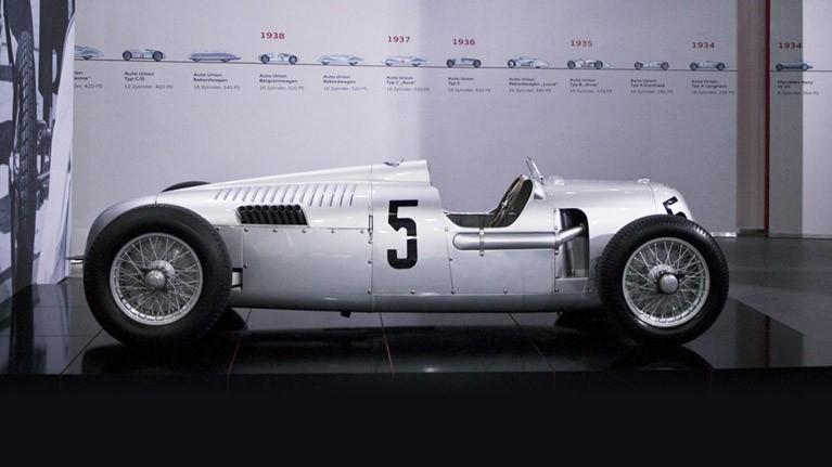 Het orginele type C uit 1936: een 16-cilinder met 6 liter motorinhoud (foto: Audi)