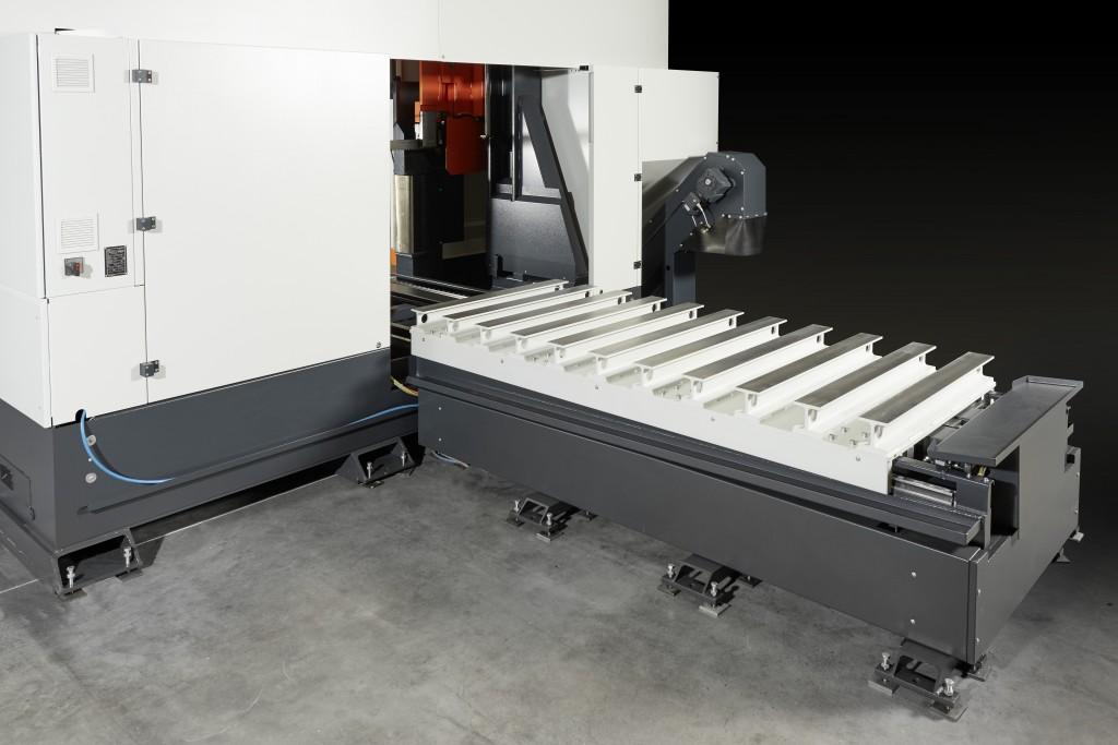 Het beweegbare bed heeft een slag in de lengte-richting van de machine van 3,7 m