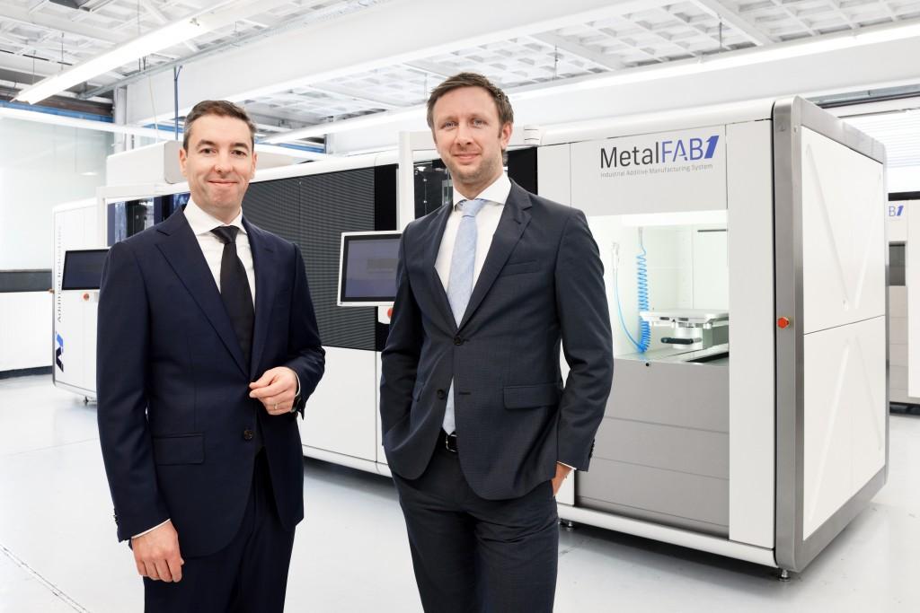Oprichters van Additive Industries: Jonas Wintermans (links) en Daan Kersten voor de MetalFAB1