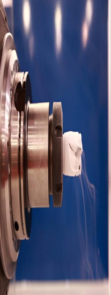 Vloeibare stikstof wordt tot aan de snijkant aangevoerd voor een optimale koeling (foto: 5ME)