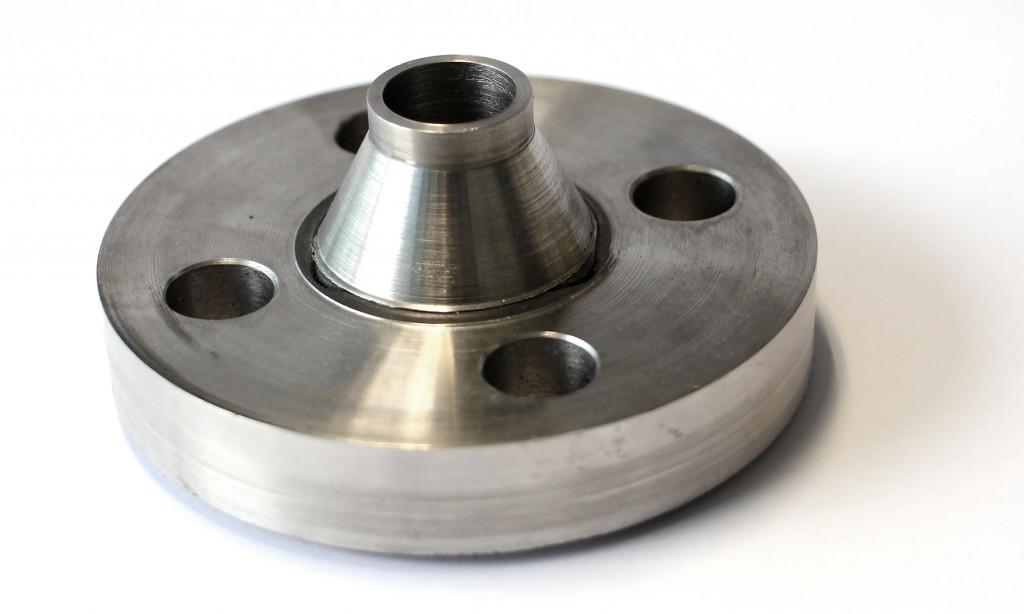 De verbinden van een 15 mm dikke flens aan een cilindrisch deel