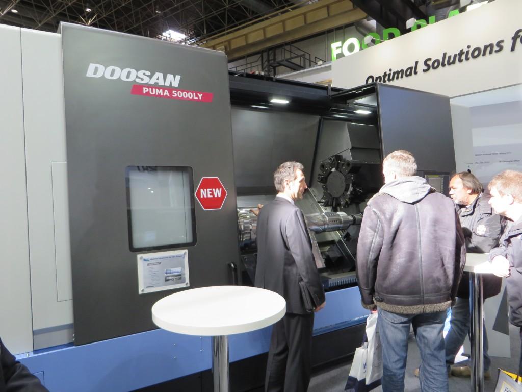 Een Puma compleetbewerkingsmachine van Doosan op de Metav in 2014