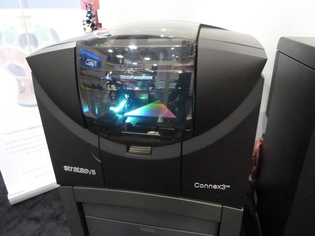 De Objet Connex3 printer kan realistische resultaten behalen waardoor geprinte prototypes al heel erg lijken op eindproducten (foto: Paul Quaedvlieg)