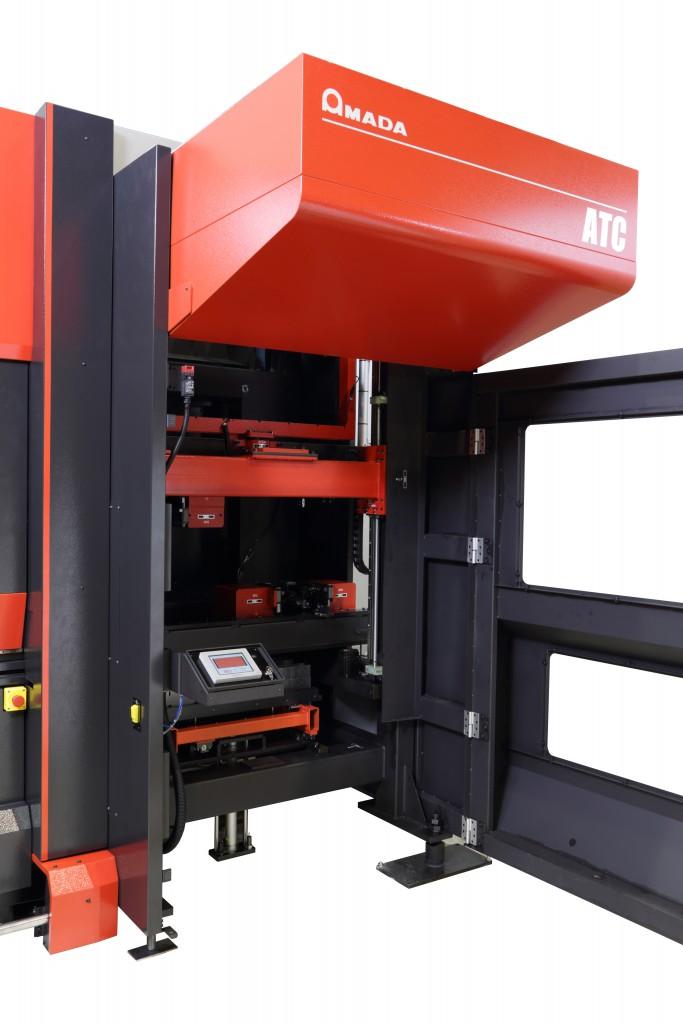 De HG-serie van Amada kan worden uitgerust met de automatische gereedschapswisselaar ATC