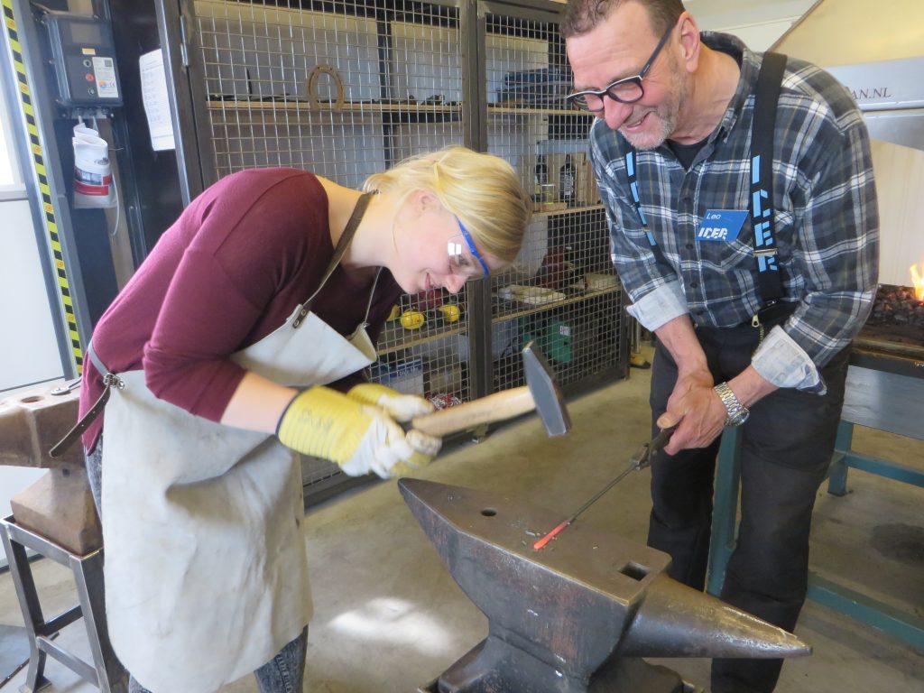 Leer smeden bij nederlands ijzermuseum u metaal magazine