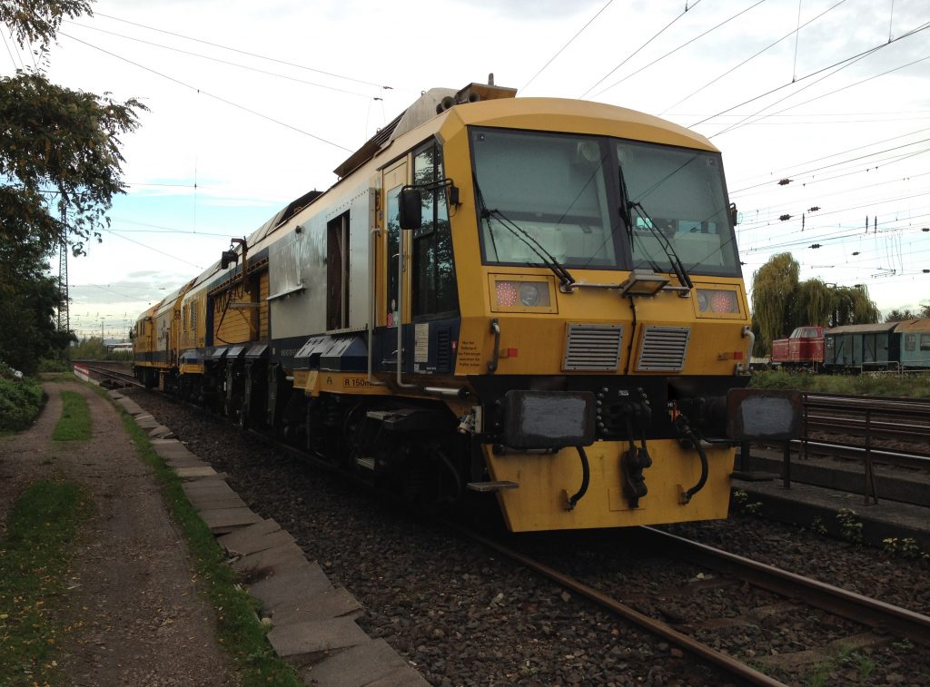 Train dynamic rail milling operation