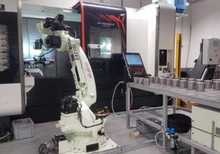 RFA Kawasaki CX210L RobotLoader bij Mazak Integrex